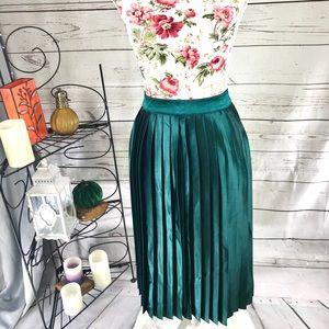 Ann Taylor 8 emerald above the knee skirt